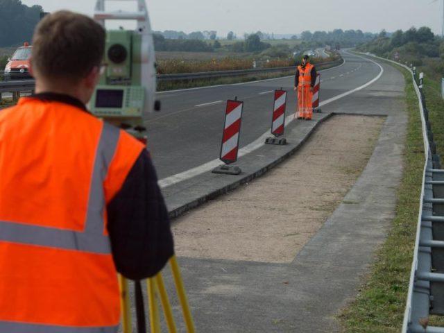 Aus Sicherheitsgründen muss die Autobahn A20 in Fahrtrichtung Lübeck gesperrt bleiben. Foto: StefanSauer/dpa