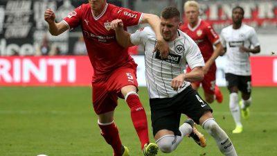 Traumtor in Nachspielzeit: Frankfurt siegt in Unterzahl