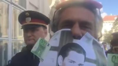 """""""Das Gesetz ist eine Provokation"""": Algerischer Millionär protestiert in Wien gegen Burka-Verbot"""