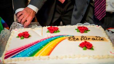"""""""Ehe für alle"""" tritt in Kraft: Erste gleichgeschlechtliche Ehe in Berlin geschlossen"""