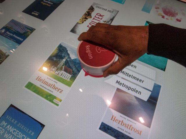 Hilft beim Suchen und Finden neuer Titel: der «BücherDJ». Foto: Boris Roessler/dpa