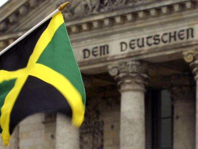 wertvolles jamaikanisches Mädchen