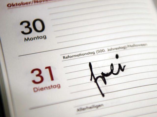 b rgermeister m ller verspricht berlin zus tzlichen feiertag. Black Bedroom Furniture Sets. Home Design Ideas