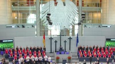 Volkstrauertag im Bundestag: Abgeordnete glänzen durch Abwesenheit – außer der AfD