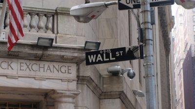 Dow schließt erstmals über 24.000 Punkten