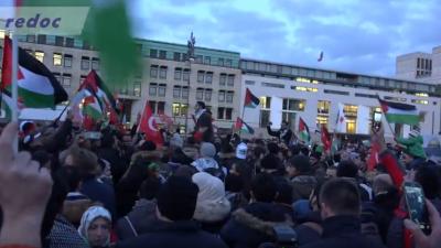 """""""Tod, Tod Israel""""-Rufe am Brandenburger Tor – Müller: Berlin wird Antisemitismus auf Demos nicht dulden"""
