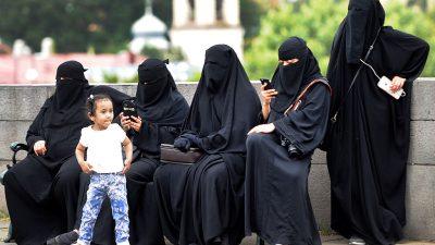 """Österreich: Vollverschleierte Frauen verlassen wegen """"Burka-Verbot"""" das Land"""