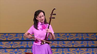 Erhu – ungewöhnliches Musikinstrument mit zwei Saiten berührt die Herzen der Zuhörer