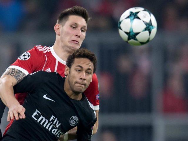 Bayern-Verteidiger Niklas Süle (hinten) versucht vor Neymar an den Ball zu kommen. Foto: Sven Hoppe/dpa
