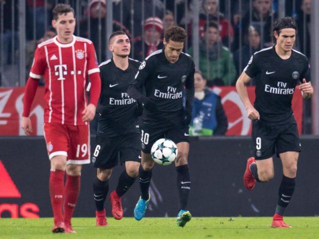 Marco Verratti (l-r), Neymar und Edinson Cavani wittern nach dem Anschlusstreffer neue Hoffnung. Foto: Sven Hoppe/dpa
