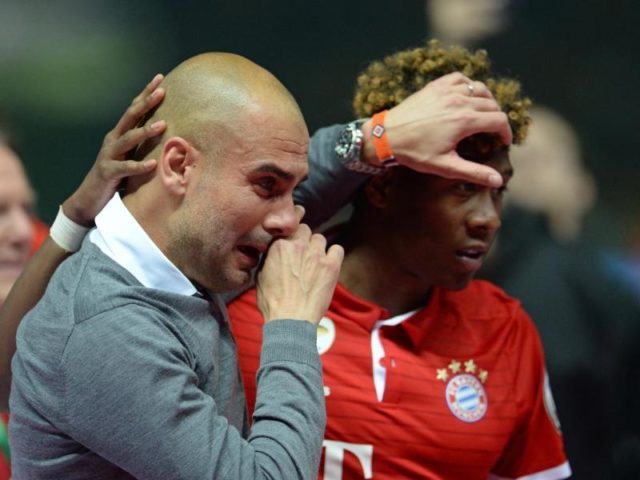 Bei Bayern-Trainer Pep Guardiola (l) kullern nach dem Sieg im Finale die Tränen. Foto: Andreas Gebert/dpa