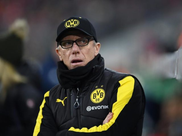 Die Defensivtaktik von BVB-Trainer Peter Stöger ging nicht auf. Foto: Andreas Gebert/dpa