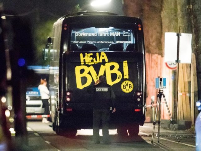 Am 11. April wird der Mannschaftsbus von Borussia Dortmund vor dem Spiel gegen AS Monaco Ziel eines Anschlages. Foto: Marcel Kusch/dpa