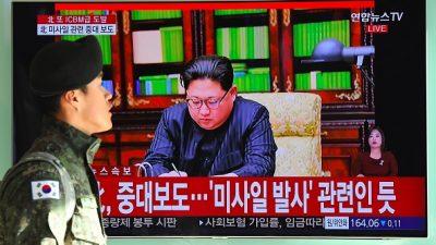 """Kim Jong Un droht mit Atomwaffenangriff: """"Der Atomknopf ist immer auf meinem Tisch"""""""