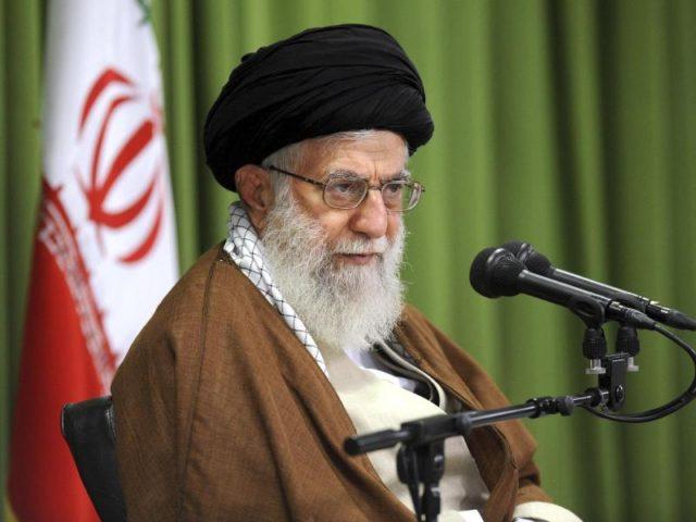 Ajatollah Ali Chamenei ist seit 1989 der unangefochtene Führer im Iran. Foto: Office of the Iranian Supreme Leader/AP/dpa