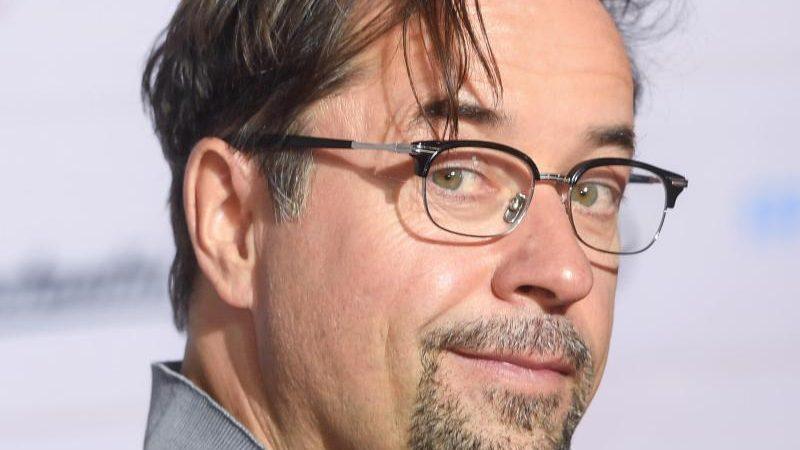 Nach Kritik an Corona-Politik: ARD-Rundfunkrat fordert Berufsverbot für Schauspieler nach Satire-Aktion