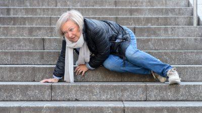 Dresden: Brutaler Raub am Hauptbahnhof – Alte Dame am Boden getreten, Enkelin ins Gesicht geschlagen