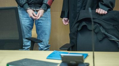 Oma getötet, zwei Polizisten überfahren: Lebenslange Haft