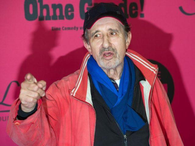 Rolf Zacher 2013 bei der Filmpremiere «Ohne Gnade». Foto: Tim Brakemeier/dpa