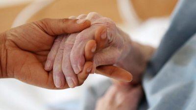 Studie: Bessere Bezahlung von Pflegekräften kostet Milliarden