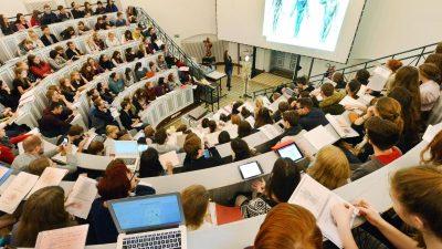 Ausländische Studenten können für reines Online-Studium nicht einreisen