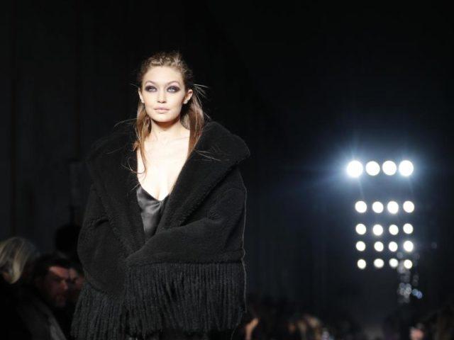 Gigi Hadid war nicht nur für Moschino im Einsatz. Das Top-Model zeigte auch die Kreationen von Max Mara. Foto: Antonio Calanni/AP/dpa