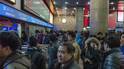 """Chinas """"Social Credit System"""" beginnt Bürger von Flügen und Bahnfahrten auszuschließen"""