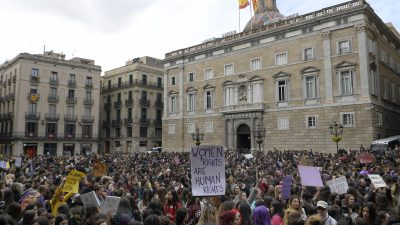 5,3 Millionen Spanierinnen gehen für gleiche Rechte auf die Straße