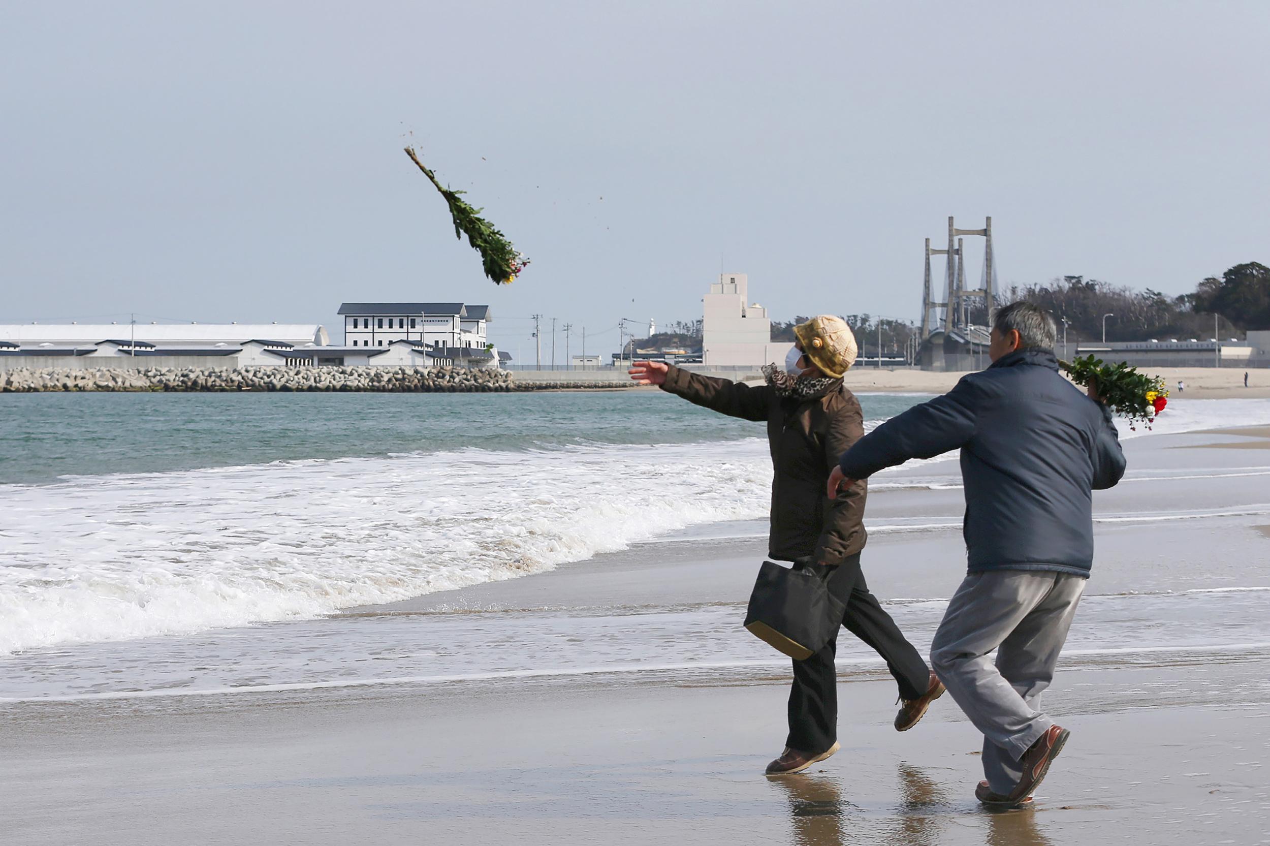 Japan erinnert sich: Eine bis zu 16,70 Meter hohe Flutwelle und 18.426 Tote und Vermisste