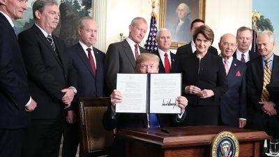 """Höhere Zölle und Investitionsobergrenzen für China – Trump unterzeichnet """"section 301""""-Maßnahme"""