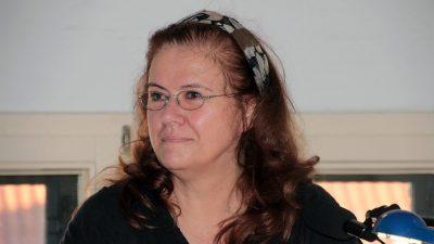 Links-Aktivistin Jutta Ditfurth sucht Zeugen nach Metallstock-Attacke – Reaktionen auf Facebook gemischt