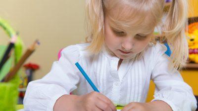 Kinder kommen in die Schule und können Bleistifte nicht mehr halten – zuviel Handys und iPads, warnen Mediziner