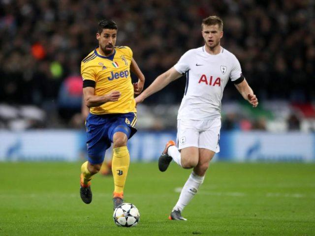 Das Glück ist mit den Tüchtigen: Juve Spieler Sami Khedira (l) behauptet den Ballbesitz gegen Eric Dier von Tottenham Hotspur. Foto: Nick Potts/dpa