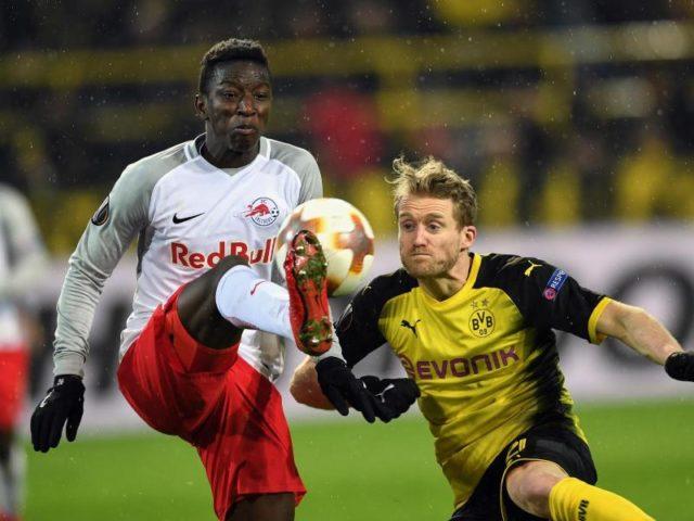 Weltmeister André Schürrle (r) erzielte für die Dortmunder den Anschlusstreffer. Foto: Federico Gambarini/dpa