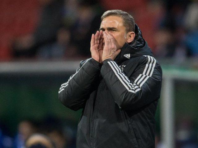 Deutschlands Trainer Stefan Kuntz ruft Anweisungen. Foto: Swen Pförtner/dpa