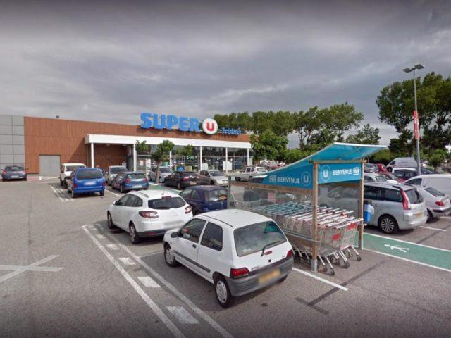Filiale der Supermarktkette Super U am Rande von Carcassonne: Bei einer Geiselnahme in dem Supermarkt hat der Täter sich auf die Terrormiliz ISberufen. Foto: Google/dpa/dpa