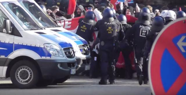 Kandel-Demo: Antifa attackiert Polizisten mit Knallkörpern - Polizei überrascht von Aggressivität der Linken