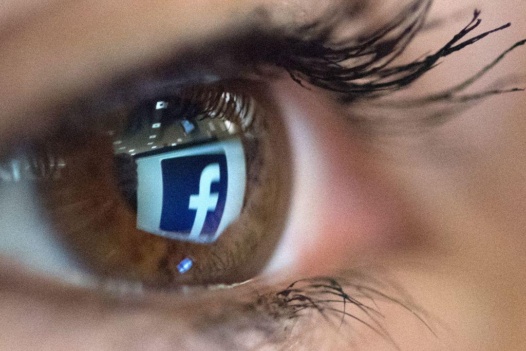 Überwachung, Speicherung und Auswertung persönlichster Daten – AI: Google und Facebook bedrohen Menschenrechte