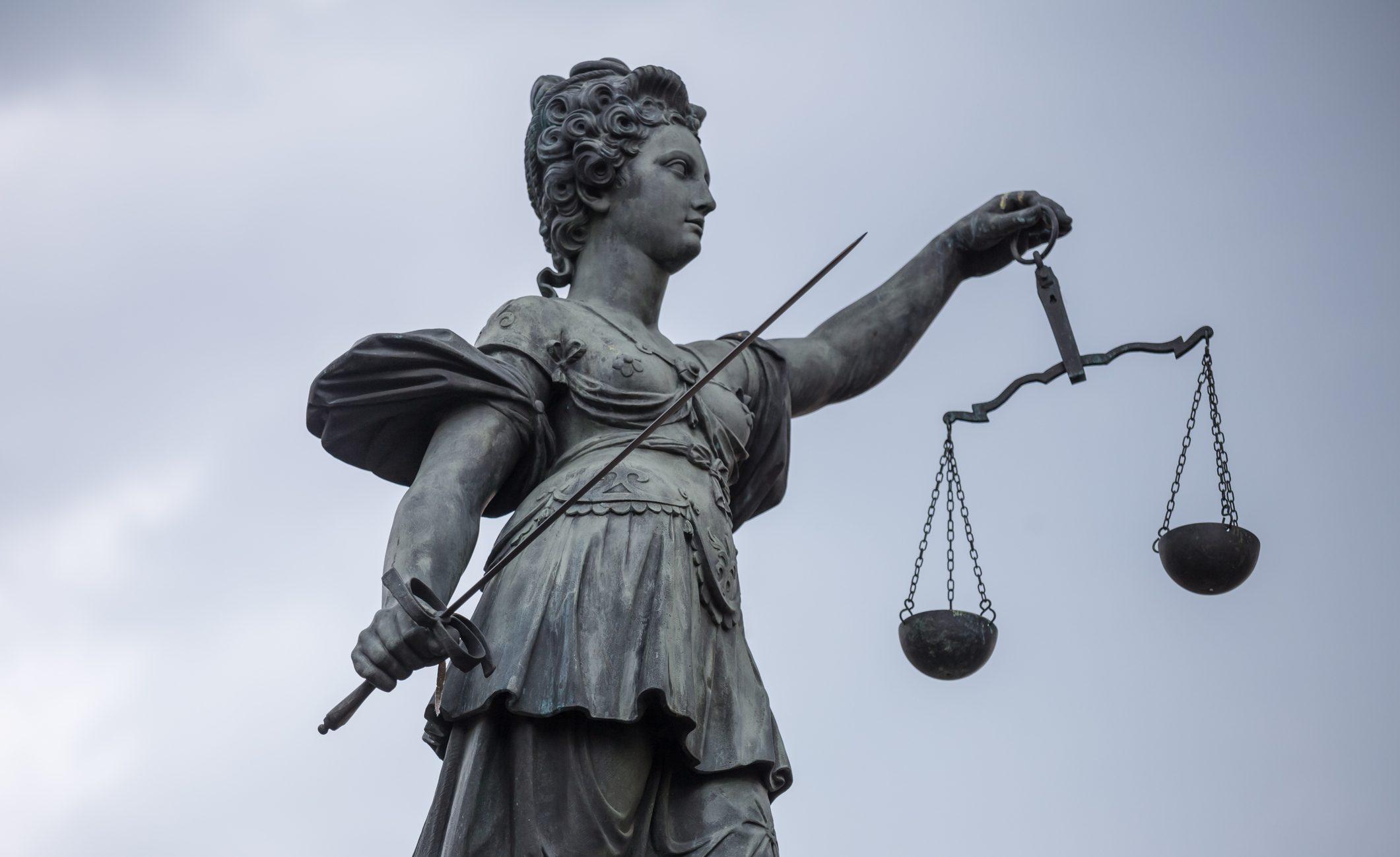 """Anwältin: """"Corona hat zu Krise des Rechtsstaats geführt"""" – Exekutive ohne Kontrolle"""