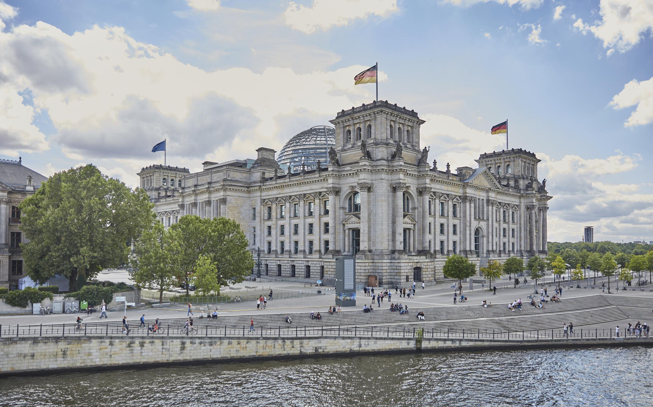 Krisenrunde im Kanzleramt beendet: Entscheidung auf Dienstag vertagt ...
