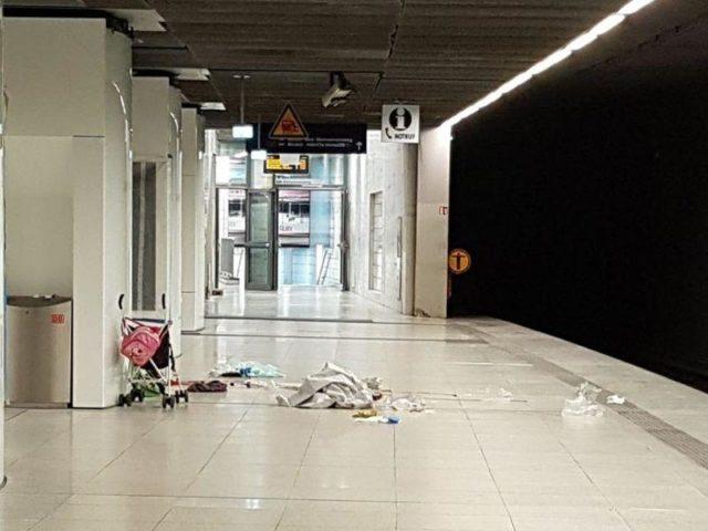 Nach dem tödlichen Messerangriff:Am Tatort zurück bleibt ein Buggy mit einer rosa Kindertasche. Foto: Polizei Hamburg/dpa