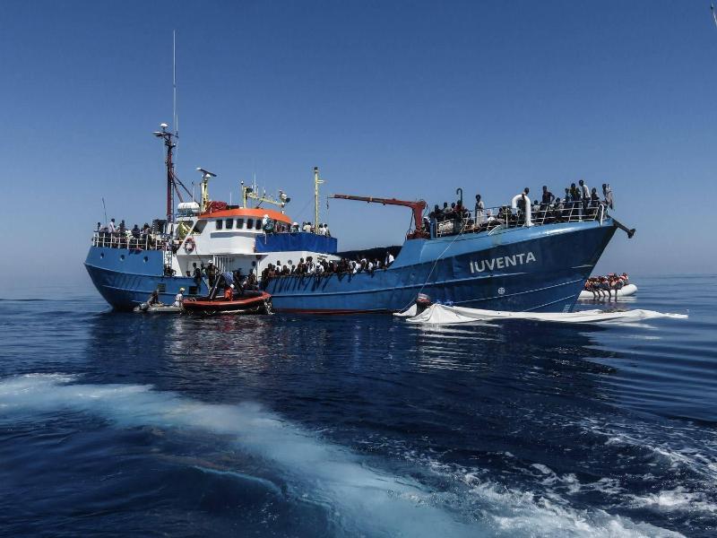 """""""Seenotretter"""" oder """"See-Taxis""""? 21 Aktivisten sollen in Sizilien vor Gericht – Haftstrafen bis 20 Jahre möglich"""
