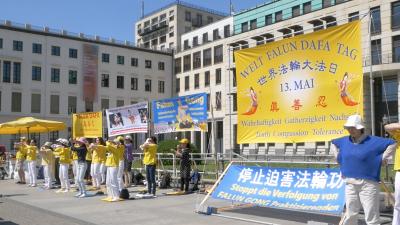 Falun-Dafa-Tag in Berlin – Venezolanerin geschockt: KP-China bringt Menschen um und verkauft ihre Organe