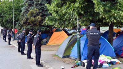"""Balkanländer mit Flüchtlingsstrom überfordert: """"Sie kommen von allen Seiten"""""""