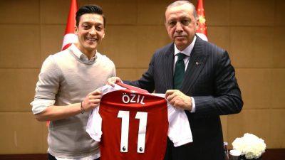 """Im Namen aller: danke Mesut! – Wie man durch die """"Özil- Foto-Affäre"""" profitieren kann"""
