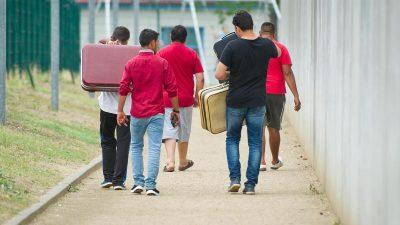 BAMF-Präsident: Flüchtlingshelfer behindern Abschiebungen – müssen strafrechtlich geahndet werden