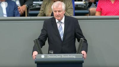 """Seehofer zur Seenotrettungsdebatte: """"nicht die Schlepper, sondern demokratisch gewählte Regierungen"""" entscheiden"""