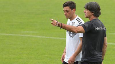 """Löw hat Thema Özil unterschätzt und sagt: """"Mit seinem Rassismus-Vorwurf hat Mesut überzogen"""""""