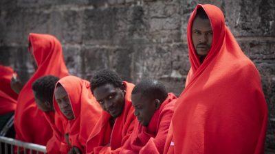 """Flüchtlingshilfswerk rechnet mit """"enormem Anstieg"""" von Bootsmigranten"""