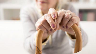 Solingen: Zwei Raubüberfälle auf alte Damen – Schwer verletzte Seniorin musste operiert werden